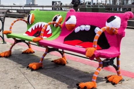 Yarn-bombing-Yarnbombing-Storming-Guerrilla-Knitting-Kniffiti-Urban-Graffiti-tricot-graffiti-urbain-09