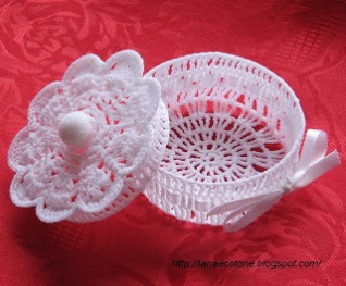 Scalloped basket